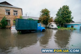 Sklyarenko Street in Kyiv flooded because of wood rubbish