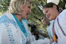 Azarov suggests making Sorochynska fair international event
