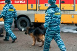 Police looking for explosive at Dnipropetrovsk plant