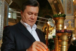 Yanukovych prays in Lavra
