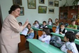 Azarov: There should not be delays in payment of salaries to teachers