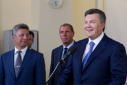 Yanukovych launches gas supply from gas field in Odesa