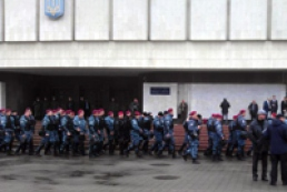 Opposition holds rally, Berkut strengthens CEC protection