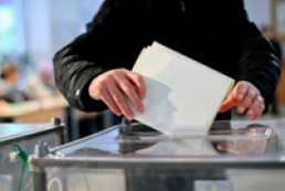 Almost one million Ukrainians voted at home
