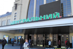 Ready, steady, go: Ukrainians 'storming' railway ticket offices