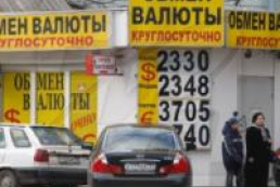 Ukrainians sell more currency