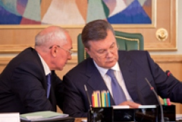 Yanukovych accepts Cabinet's resignation