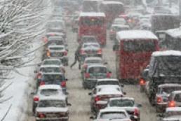 20-kilometer traffic jam blocks Kyiv-Chop highway in snowy Lviv region