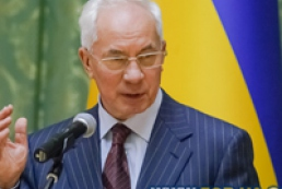 Azarov asks Ukrainians to postpone out-of-town trips