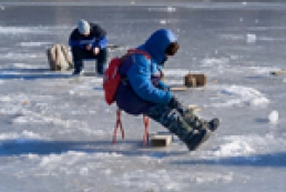 Dangerous hobby or Peculiarities of ice fishing