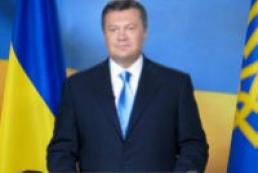 Yanukovych laid flowers to monuments to Shevchenko, Hrushevsky