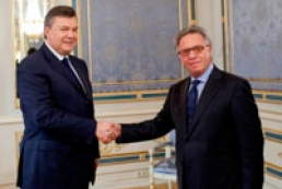 Yanukovych invites opposition to Constitutional Assembly