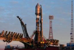 Azarov promises encourage space industry development