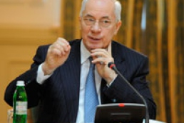 Azarov criticizes media for scandal and pettiness