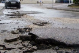 Kozak apologizes to Ukrainians for bad roads