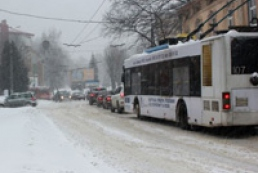 Public transport stucks in Lviv, Rivne due to snow fall
