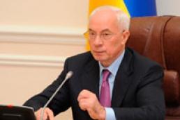 Bad weather opens Azarov's eyes to Ukrainians