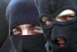 20 men in masks detained in Kyiv center
