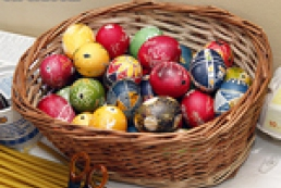 Easter eggs do-it-yourself: Art of dyeing and decorating