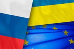 Russia asks EU to let Ukraine make its own choice