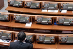 Majority leaves Parliament's session hall