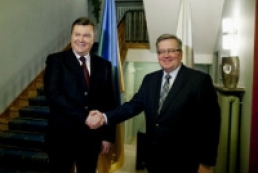 Yanukovych talks again to Komorowski about summit in Slovakia