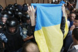 Opposition activists holding rally in Kyiv central police department