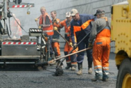 Yanukovych instructs to speed up repair of roads