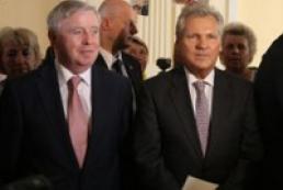 Cox, Kwasniewski arrive in Ukraine this month