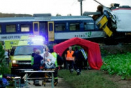 Head-on train crash injures dozens in Switzerland
