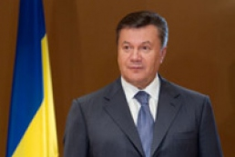 Yanukovych congratulates troopers on professional holiday