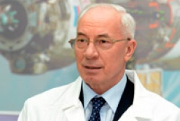 Azarov visits girl affected by explosion in Luhansk
