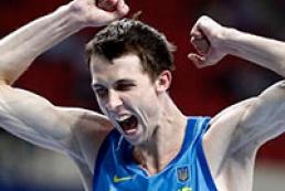 Ukraine's Bondarenko takes gold in high jump at world championships