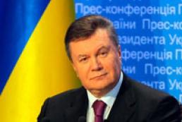 Yanukovych: Ukrainian flag is symbol of peace, accord