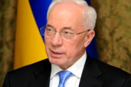 Azarov presents Ukrainian Society of the Deaf employees with apartments