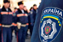 Police detain two oppositionists near Kyiv City Council