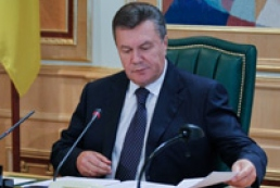 Yanukovych instructs to develop program of local roads construction