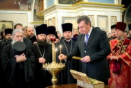 President bows to relics of Georgiy Pobedonosets in Kyiv