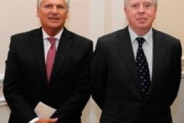 Cox-Kwasniewski mission arrives in Rada