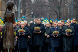 Ukraine's leadership pays tribute to Holodomor victims