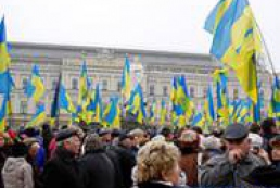 250 activists continue to protest in Yevropeiska Square