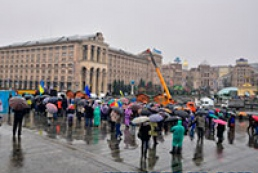 About 400 people protesting in Maidan Nezalezhnosti