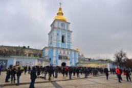 People gathering in Mykhailivska Square