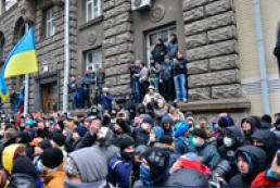 Protesters block entrances to Cabinet of Ministers, National Bank
