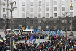 Activists asked to leave Kyiv's administrative buildings