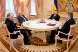 Yanukovych meets with former Ukrainian presidents