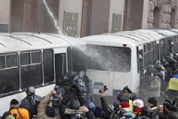 Internal Ministry: Deputies urge protesters to burn buses of Berkut special forces