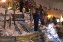 Barricades in Maidan reach five meters in height