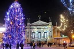 Lviv Christmas tree to be decorated with Ukraine, EU symbols