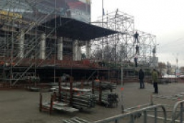 Stage set in Yevropeiska Square